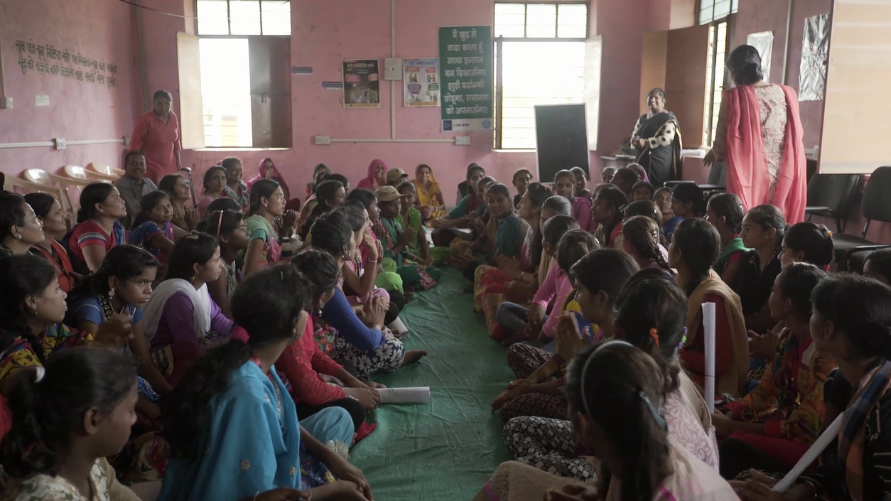 girls from a UNFPA supported girls' empowerment intervention in Bihar traveled to Rajasthan